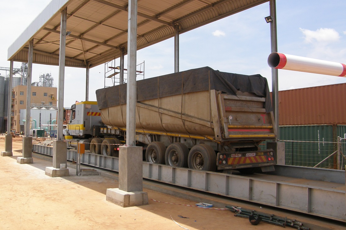 Weighing the transport trucks