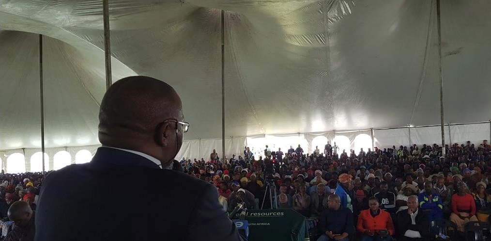 Minerals Resources minister Gwede Mantashe addresses the Xobelein community during a meeting. Image credit: Twitter