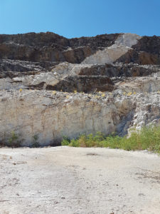 The pegmatite belt in the Uis region extends up to 60m in places.
